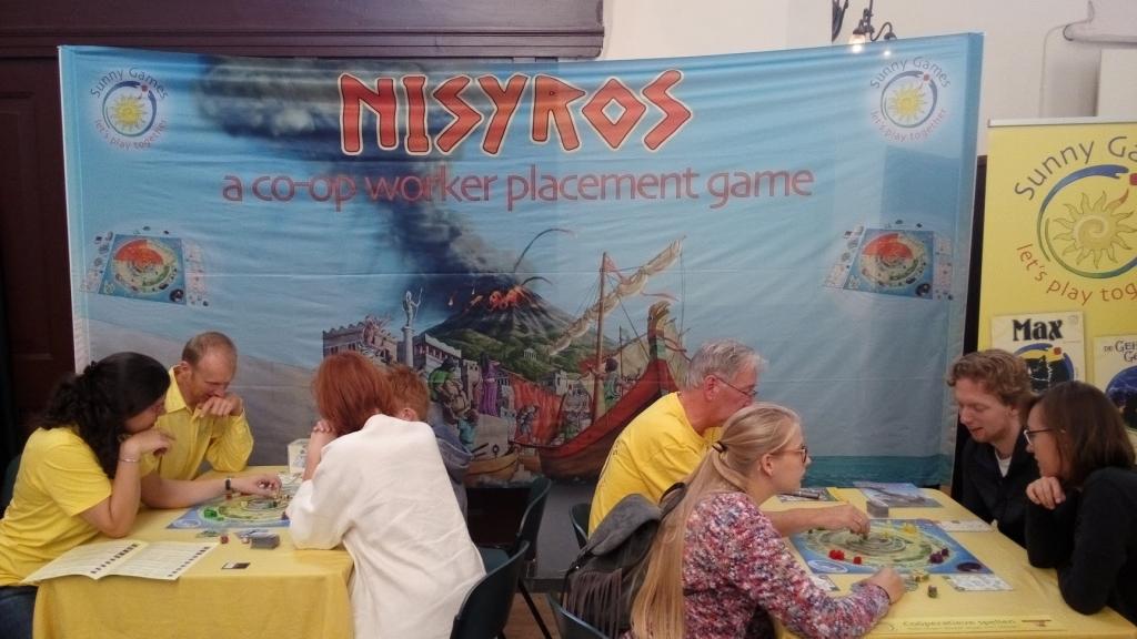 In de gele shirts het team van Sunny Games.
